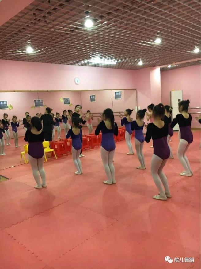 活泼的幼儿舞蹈_少儿舞蹈考级的四大优势影响孩子的一生 - 松岗少儿舞蹈培训 ...